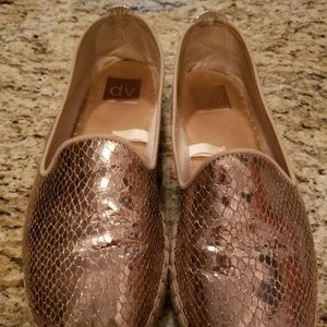 Shoes - Ladies gold loafers